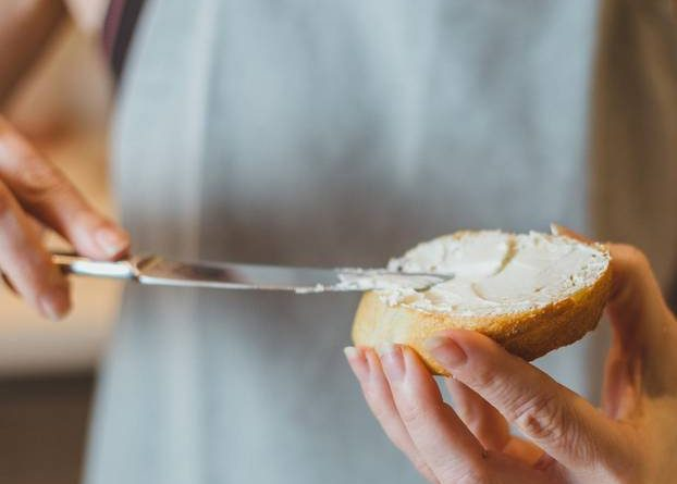 Cream cheese in pregnancy: May I eat it?